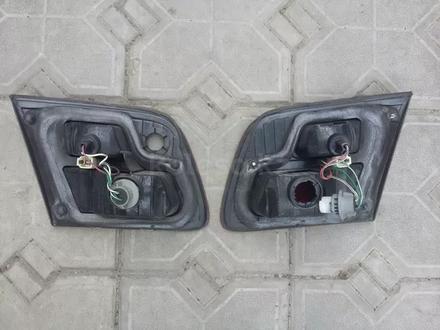 На TOYOTA AVALON фонари на багажник за 8 000 тг. в Алматы – фото 2