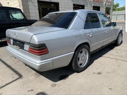 Mercedes-Benz E 260 1990 года за 1 200 000 тг. в Шелек – фото 2