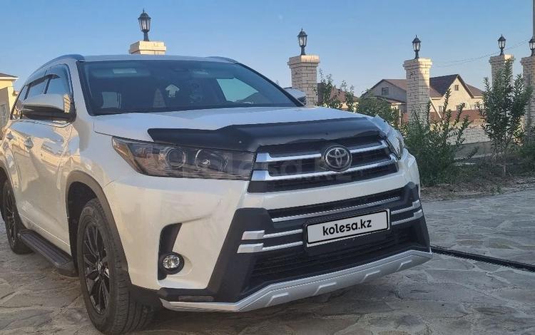 Toyota Highlander 2019 года за 21 000 000 тг. в Атырау