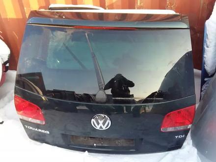 Крышка багажника Volkswagen Touareg за 65 000 тг. в Семей