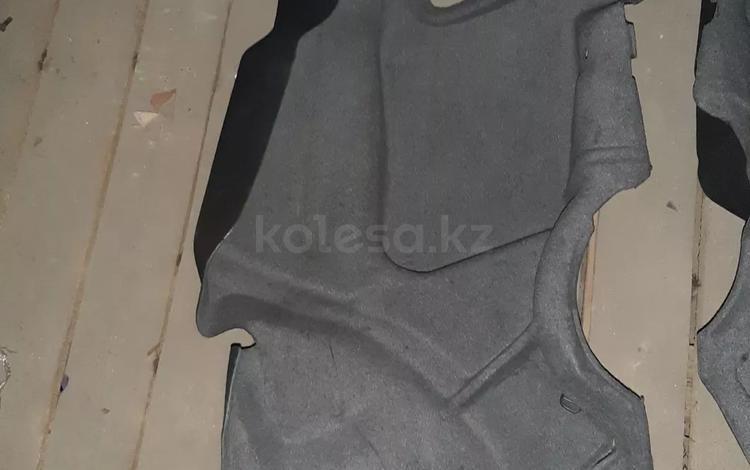 Обшивка багажника e124 за 777 тг. в Алматы