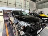 Chevrolet Equinox 2021 года за 13 490 000 тг. в Уральск – фото 2