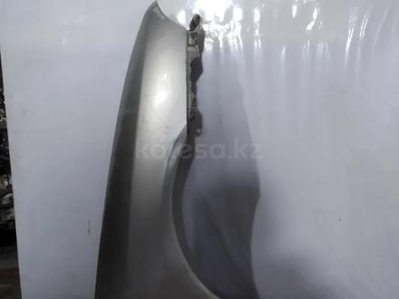 Крыло переднее правое на Mitsubishi Carisma за 15 000 тг. в Караганда