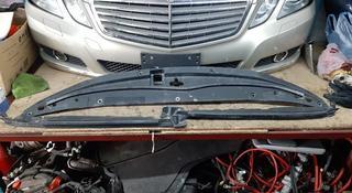 Панель радиатора верхняяя (подкапотный пластик) Toyota Land Cruiser 200 за 888 тг. в Караганда