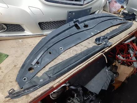 Панель радиатора верхняяя (подкапотный пластик) Toyota Land Cruiser 200 за 888 тг. в Караганда – фото 2