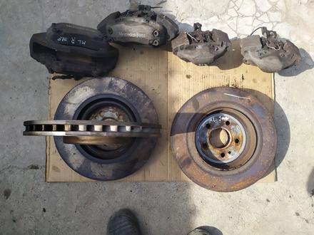 Тормозные диски с Суппортами на Mercedes ML w163. Оригинал. AMG за 2 500 тг. в Шымкент