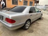 Mercedes-Benz E 280 1997 года за 1 100 000 тг. в Атырау – фото 2
