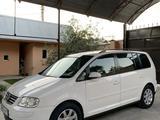 Volkswagen Touran 2003 года за 2 700 000 тг. в Шымкент – фото 2