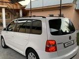 Volkswagen Touran 2003 года за 2 700 000 тг. в Шымкент – фото 3