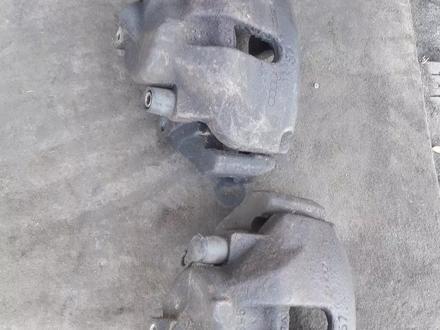 Амортизаторы задние на Audi с4, суппорта, тормозные диски за 100 тг. в Алматы – фото 2
