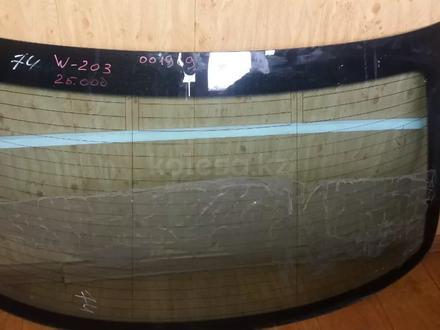 Стекло заднее оригинал на Мерседес W203 за 25 000 тг. в Алматы