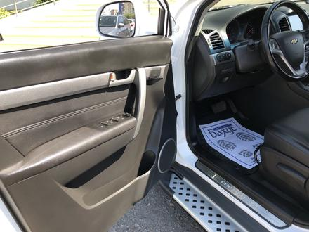 Chevrolet Captiva 2018 года за 10 300 000 тг. в Караганда – фото 19