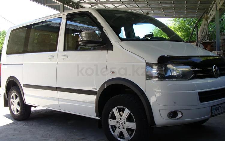 Volkswagen Caravelle 2012 года за 13 000 000 тг. в Алматы