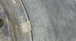 Диски с шинами зимняя резина в хорошем состоянии за 55 000 тг. в Каскелен – фото 2