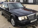 Mercedes-Benz E 300 1995 года за 1 600 000 тг. в Атырау – фото 3