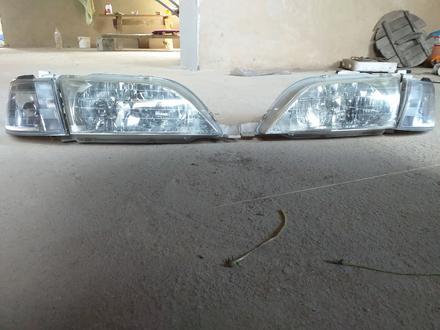 Перед Фонарь Toyota Vista в Алматы – фото 3