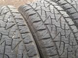 "Шины 285/70 R17 — ""Bridgestone Dueler AT Revo 2"" (Канада), всесезонка, в ид за 180 000 тг. в Нур-Султан (Астана) – фото 2"