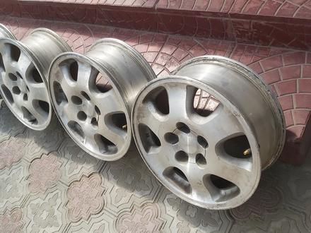Комплект титановых дисков на Тойоты. за 65 000 тг. в Алматы – фото 2