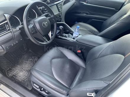 Toyota Camry 2018 года за 11 700 000 тг. в Актау – фото 9