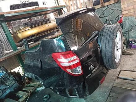 Задняя часть Toyota RAV4 2010 за 600 000 тг. в Алматы – фото 2