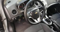 Chevrolet Cruze 2013 года за 3 650 000 тг. в Актобе – фото 2
