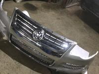 Передний бампер на Volkswagen Touareg за 180 000 тг. в Алматы
