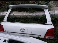 Крышка багажника верхняя часть на Toyota Land Cruiser 200 за 30 000 тг. в Алматы