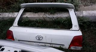 Крышка багажника верхняя часть на Toyota Land Cruiser 200 за 40 000 тг. в Алматы