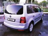 Volkswagen Touran 2008 года за 3 000 000 тг. в Рудный – фото 4