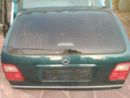 Крышка багажника w210 за 60 000 тг. в Нур-Султан (Астана)