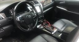 Toyota Camry 2015 года за 9 300 000 тг. в Уральск – фото 3