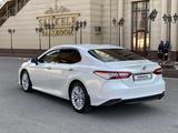 Toyota Camry 2018 года за 12 800 000 тг. в Шымкент – фото 3