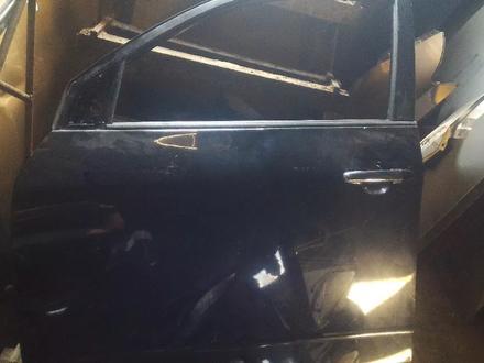 Двери на Toyota RAV4 2006 за 90 000 тг. в Алматы