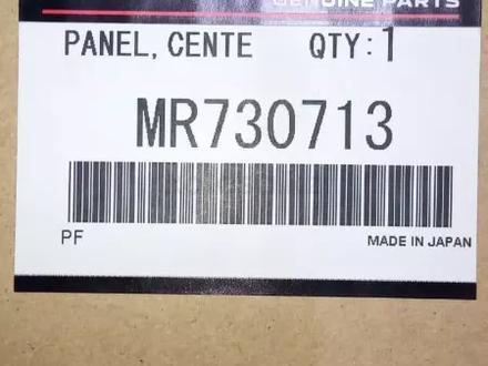 Накладка Mitsubishi Space GEAR центральной консоли оригинал MR730713 за 32 000 тг. в Алматы