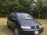 Volkswagen Sharan 1996 года за 1 700 000 тг. в Есик – фото 2