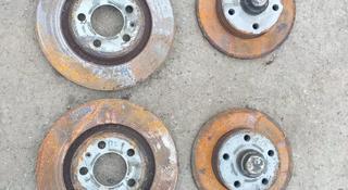 Тормозные диски 5 отверстий на Фольксваген за 5 000 тг. в Костанай