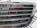 Решетка капота на Mercedes-Benz w220 S за 36 606 тг. в Владивосток – фото 2
