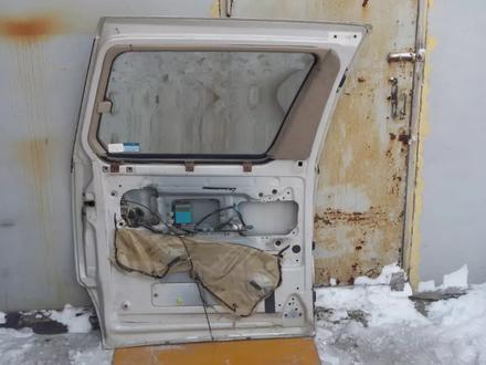 Дверь передняя павая и задняя на Toyota Estima (Previa) 1996… за 20 000 тг. в Караганда – фото 4