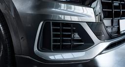 Audi Q8 55 TFSI Quattro 2021 года за 53 040 000 тг. в Алматы – фото 5