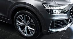 Audi Q8 55 TFSI Quattro 2021 года за 53 040 000 тг. в Алматы – фото 3