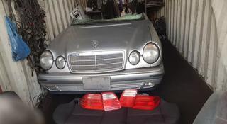 Капот и решетка на Mercedes Benz E 280, E 320… за 55 000 тг. в Алматы