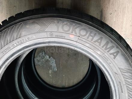 Шины 2155516 комплект Yokohama за 65 000 тг. в Алматы