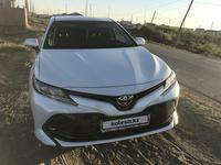 Toyota Camry 2018 года за 10 500 000 тг. в Атырау