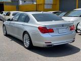 BMW 750 2009 года за 4 900 000 тг. в Алматы – фото 3