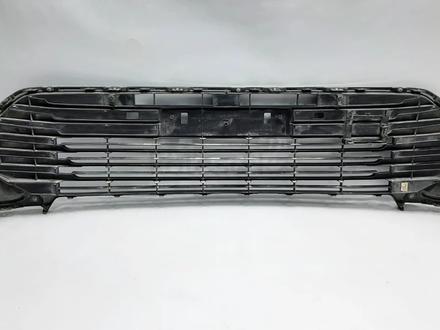 Camry 55 решетка бампера б/у оригинал за 60 000 тг. в Алматы – фото 3