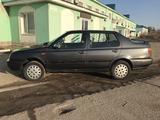 Volkswagen Vento 1993 года за 650 000 тг. в Актобе – фото 4