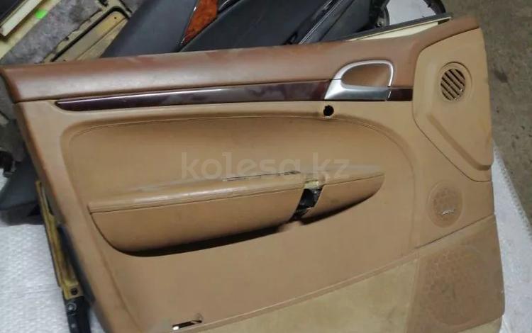 Обшивка двери водительской на Porsche Cayenne за 15 000 тг. в Алматы