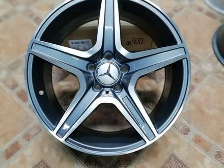 Новые фирменные диски Р18 Mercedes за 165 000 тг. в Алматы