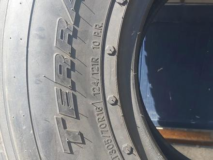 Резина 305/70 r 16 комплект за 280 000 тг. в Рудный – фото 2