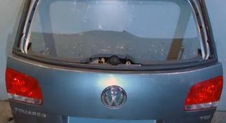 Крышка (дверь) багажника Volkswagen Touareg за 45 000 тг. в Алматы